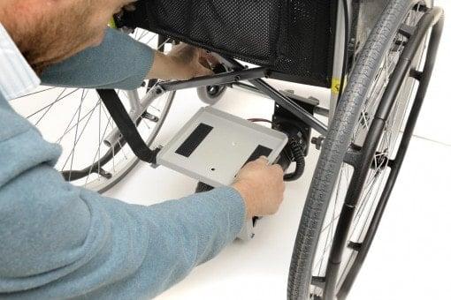 התקנה של מנוע עזר לכסא גלגלים